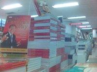 Buku The Ciputra's Way, Praktik Terbaik Menjadi Entrepreneur Sejati dipajang di toko buku