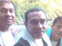 Foto-foto dulu sehabis mandi: dari kiri, Tulang Etek, saya dan Tulang Godang