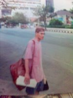 Saya sedang enunggu angkutan kota di Semarang ketika jadi turis lokal terlunta-lunta