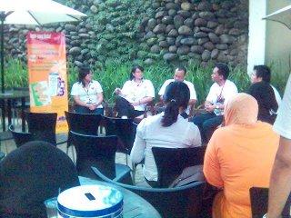 Duduk di depan sebagai pembicara: Gaby, Rara, Iwok dan Benny