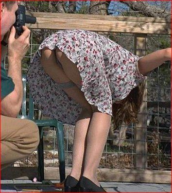 фото женщина нагнулась
