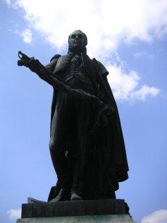 Statue du Général Henri Gatien Bertrand, place Saint Hélène, Châteauroux