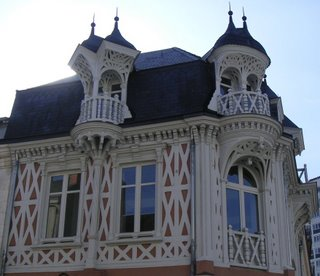 À l'angle de la rue de la gare et de la rue Ledru-Rollin, Châteauroux