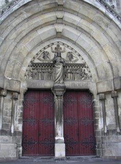Porte principale de l'Église Saint André