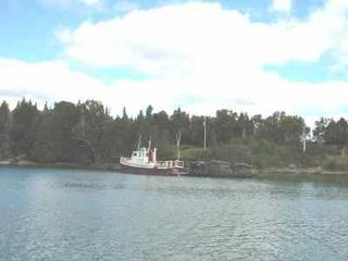 Tug rafted to wreck -- Wingfield Basin