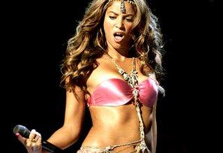 Shakira at the MTV awards