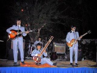 Grupo mexicano HELP! en el Hotel Holiday Inn Ixtapa la noche del 8 de diciembre del 2005