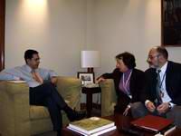 Fernando Moraleda con la presidenta y secretario de la ANPAP