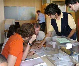 ciudadanos catalanas votando