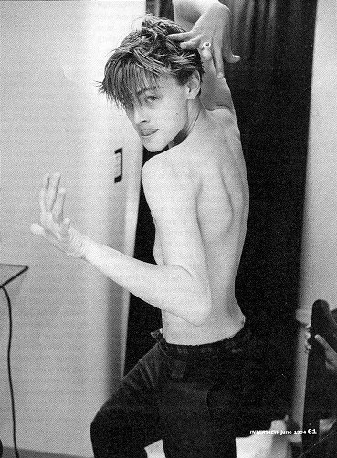 Gay information Source: Leonardo DiCaprio gay or maybe experimenting ...: http://gayinfosource.blogspot.com/2006/04/leonardo-dicaprio-gay-or-maybe.html