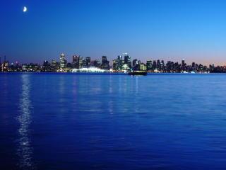 Vancouver de nuit, photo prise depuis North Vancouver en 2005