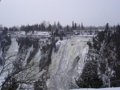 Les chutes de Montmonrency en hiver (Ville de Québec, Canada)