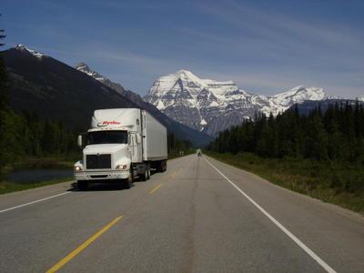 Le Mont Robson entre Jasper et Banff (Montagnes rocheuses canadiennes en Colombie Britannique - Alberta)