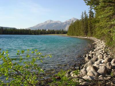 Lac à proximité de Jasper (Montagnes rocheuses canadiennes en Colombie Britannique - Alberta)