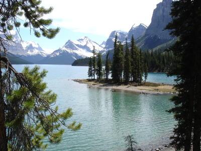 Paradise Island sur le lac Maligne (Montagnes rocheuses canadiennes en Colombie Britannique - Alberta)