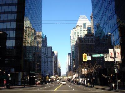 Le croisement de Granville street et Georgia street au centre ville de Vancouver (Vancouver, Colombie Britannique, Canada)
