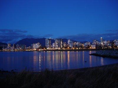 Le centre ville depuis Jerricho Beach (Vancouver, Colombie Britannique, Canada)