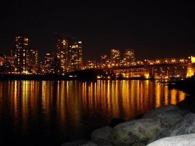 Le pont de Burrard de nuit (Vancouver, Colombie Britannique, Canada)