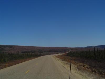 La route déserte (Alaska, USA, Amérique du Nord)