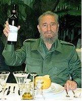 Castro disfrutando de los placeres que prohíbe a los cubanos
