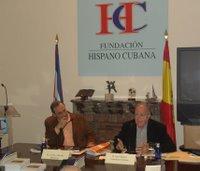 Carlos Alberto Montaner acompañando en la presentación de su libro a José Miguel González Llorente