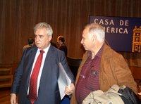Múgica junto al anterior presidente del Centro Cubano Jesús Carrasco