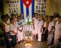 Damas de Blanco rezando
