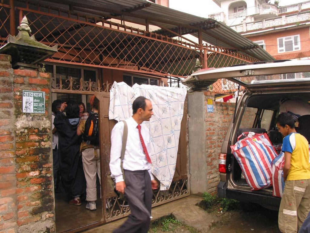 Save the world in nepal face to face with the orphans for Kitchen set in nepal