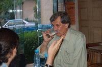 صلاحی در ابتدا یک لیوان آب نوشید