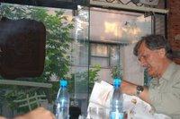 عمران در کافه تیتیر کارگزاران می خواند