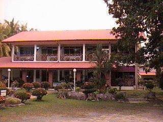 Tropical Vacation Getaway at Seaside Travellers Inn, Kinarut