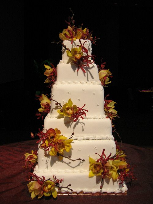 Just Heavenly 6 Tier Wedding Cake And Figurines