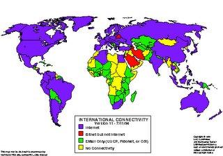 Mapa del mundo con las diferentes zonas de acceso a Internet. El color azul representa una mayor población con posibilidades de conectarse mientras que el amarillo representa las zonas en la que la conexión a Internet es nula