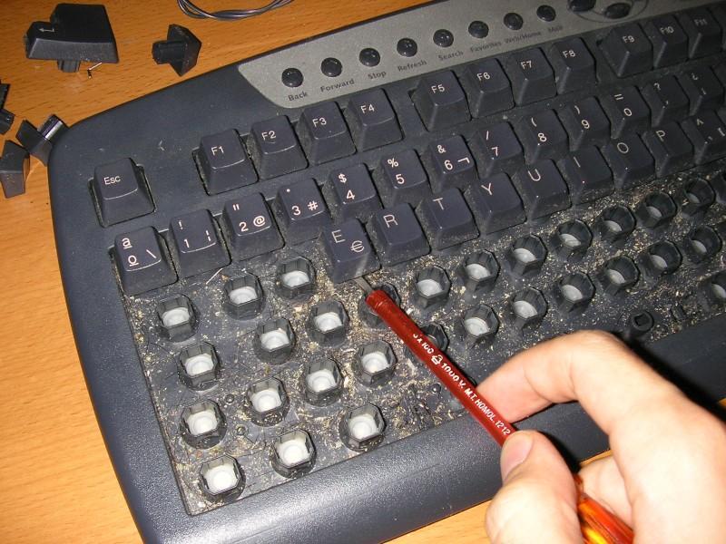 C mo limpiar un teclado a fondo en 50 minutos sunset - Como limpiar paredes blancas muy sucias ...