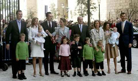 La famille royale sur le parvis de la cthédrale de Palma