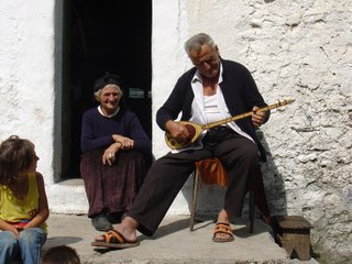 playing the national albanian instrument çifteli