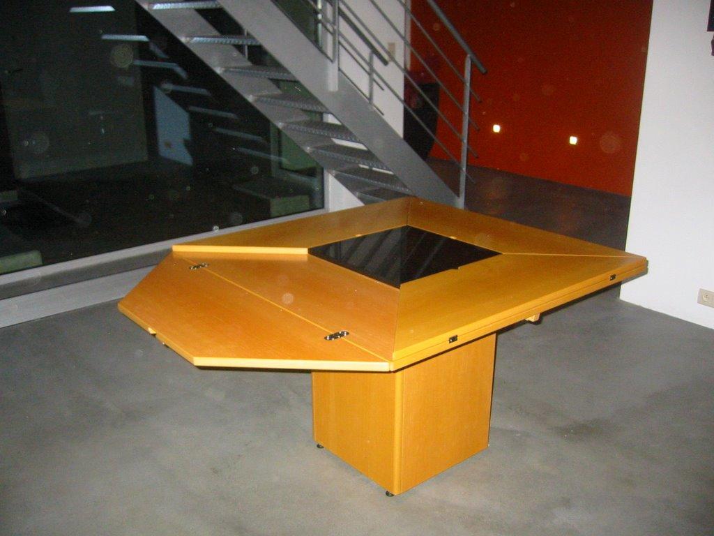 Verkoop meubels: verkoop cirkante 1976 tafel