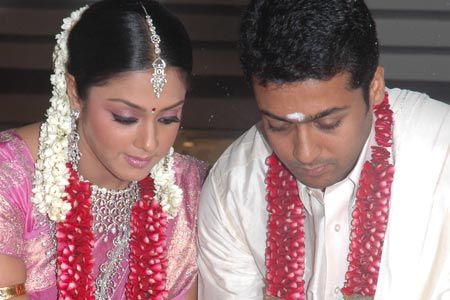 Jyothika And Surya Movies http://oniondosa.blogspot.com/2006/09/surya-jyothika-wedding-photos.html