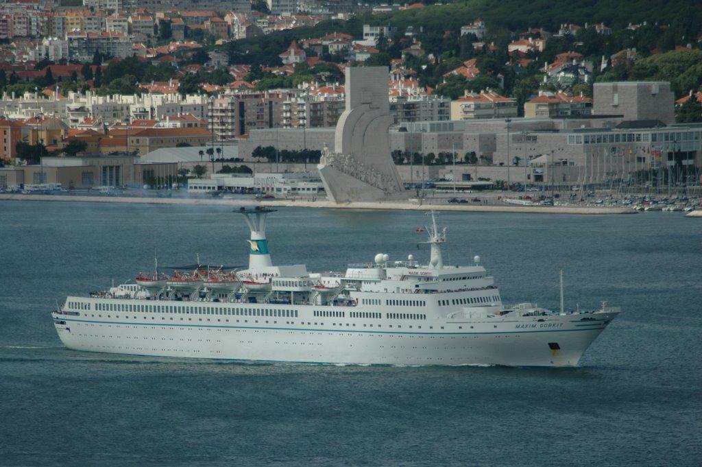 cruise ship maksim gorkij