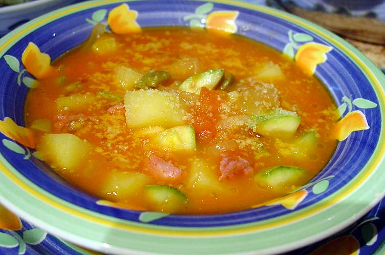Resultado de imagem para sopa de legumes com abobrinha