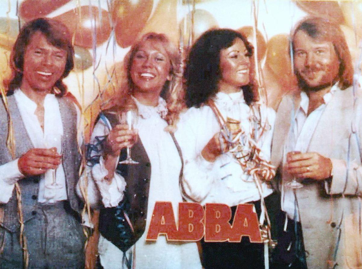 Счастливого нового года abba
