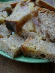 toast de pain à l'emmental