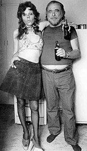 Bukowski com a amiga Georgia, numa foto famosa