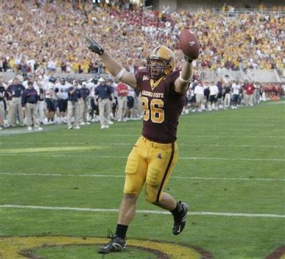 Arizona State's Zach Miller scores in a 2-point conversion to tie the game, 20-20.  Arizona State went on to beat inter-state rivals, the U of A, 23-20!