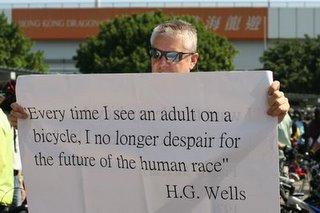 作家H.G.威爾斯:每次看到成人騎單車,我就不再為人類搖頭嘆息了。