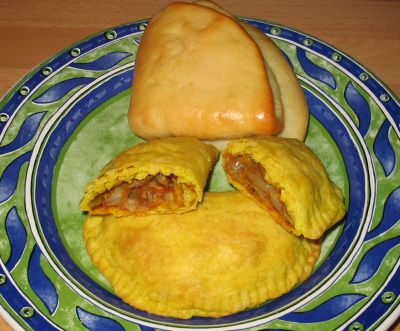 Eat Air - A Vegan Food Log: Jamaican Veggie Patties and Coco Bread