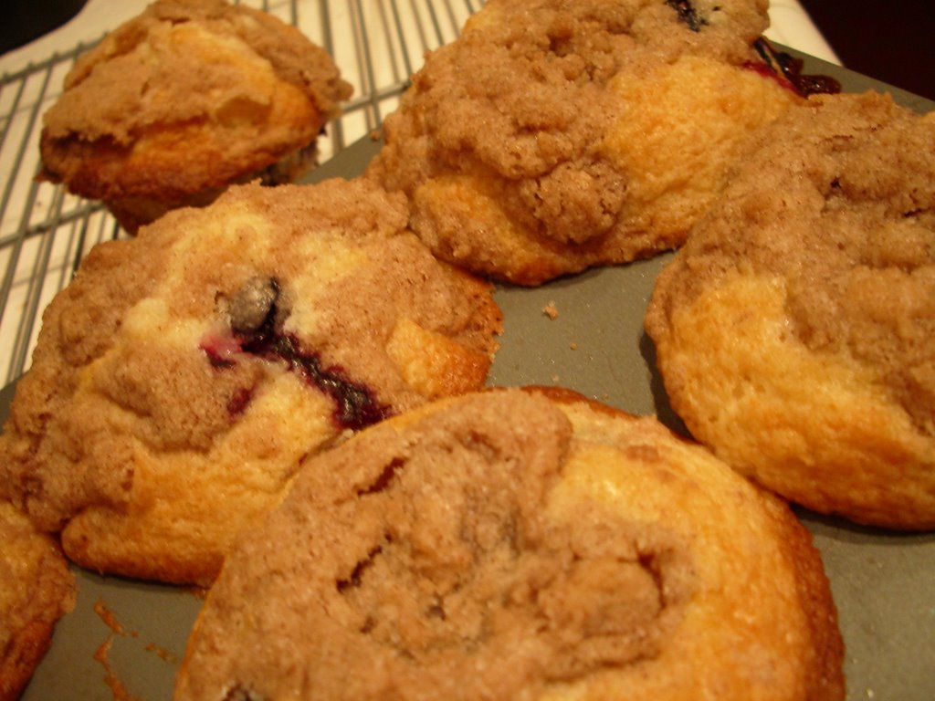 Urban Drivel: Blueberry Muffins with Cinnamon Crumble