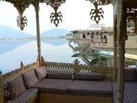 houseboat on Naghin lake