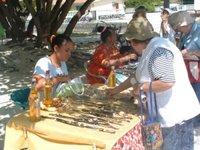 stand artisanal à Rangiroa