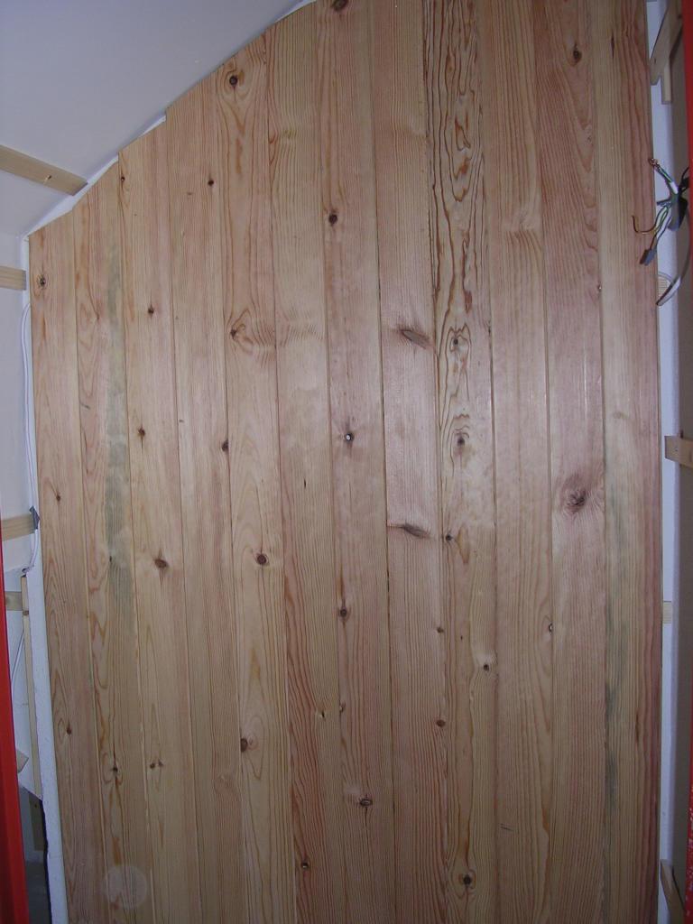 Bricologia colocar friso de madera en paredes y techos - Revestir pared con madera ...